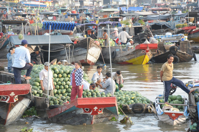 Chợ nổi lớn nhất miền Tây tấp nập nông sản những ngày giáp Tết  - Ảnh 13.