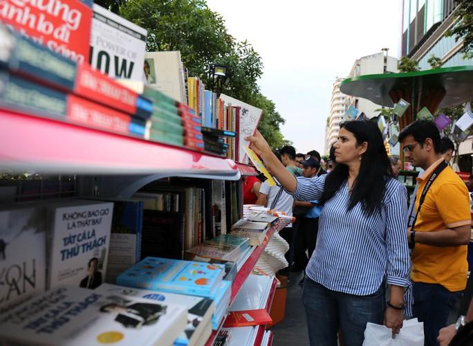 Bìa báo xuân Báo Người Lao Động đoạt giải khuyến khích Lễ hội đường sách Tết Kỷ Hợi 2019 - Ảnh 4.