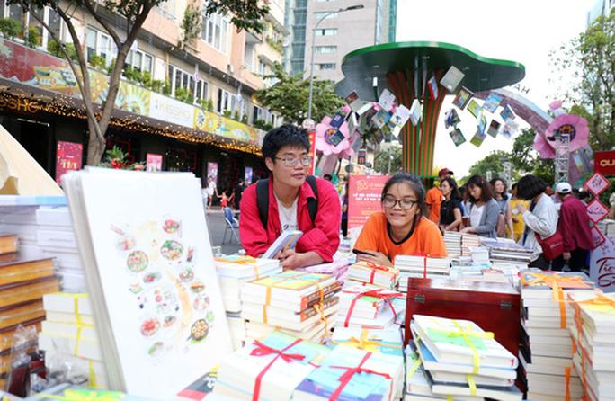 Bìa báo xuân Báo Người Lao Động đoạt giải khuyến khích Lễ hội đường sách Tết Kỷ Hợi 2019 - Ảnh 2.