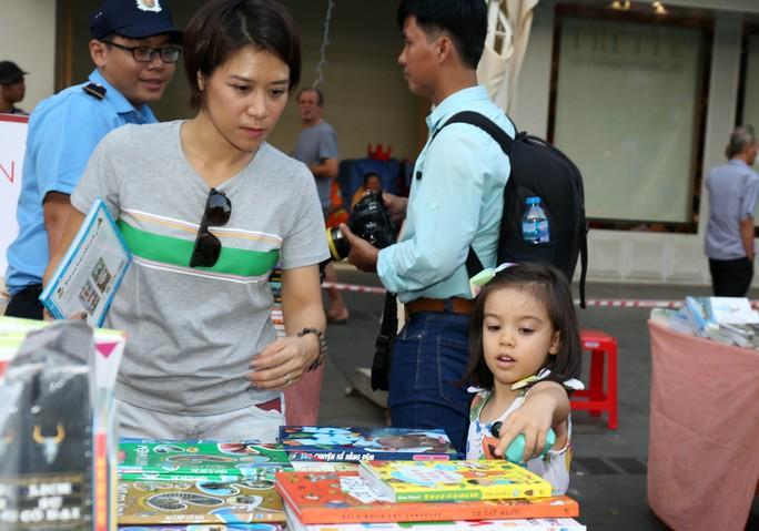Bìa báo xuân Báo Người Lao Động đoạt giải khuyến khích Lễ hội đường sách Tết Kỷ Hợi 2019 - Ảnh 7.