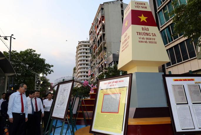 Bìa báo xuân Báo Người Lao Động đoạt giải khuyến khích Lễ hội đường sách Tết Kỷ Hợi 2019 - Ảnh 6.