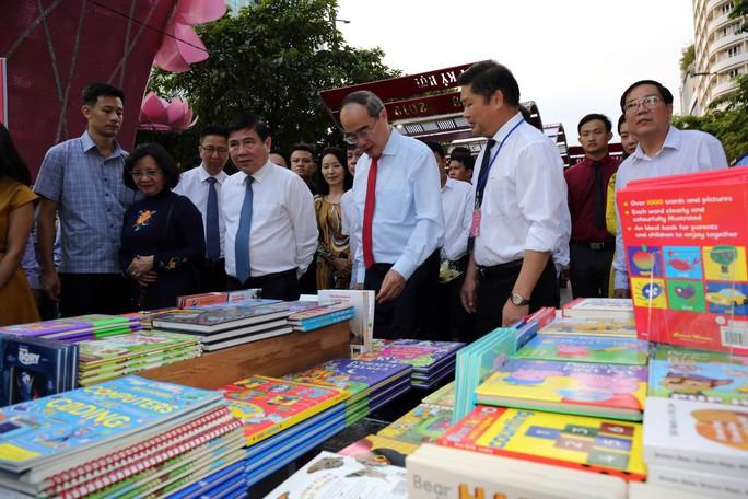 Bìa báo xuân Báo Người Lao Động đoạt giải khuyến khích Lễ hội đường sách Tết Kỷ Hợi 2019 - Ảnh 5.