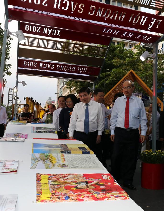 Bìa báo xuân Báo Người Lao Động đoạt giải khuyến khích Lễ hội đường sách Tết Kỷ Hợi 2019 - Ảnh 3.