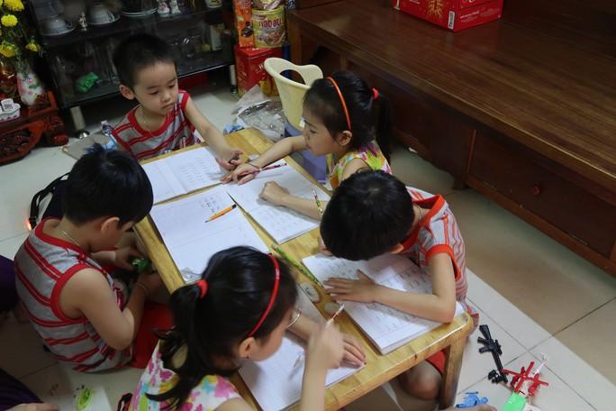 (gui ba hoi dong bai dang ngay 28 Tet)Ca sinh 5 đầu tiên ở Việt Nam bây giờ ra sao? - Ảnh 18.