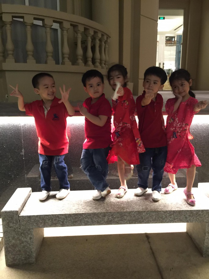 (gui ba hoi dong bai dang ngay 28 Tet)Ca sinh 5 đầu tiên ở Việt Nam bây giờ ra sao? - Ảnh 12.