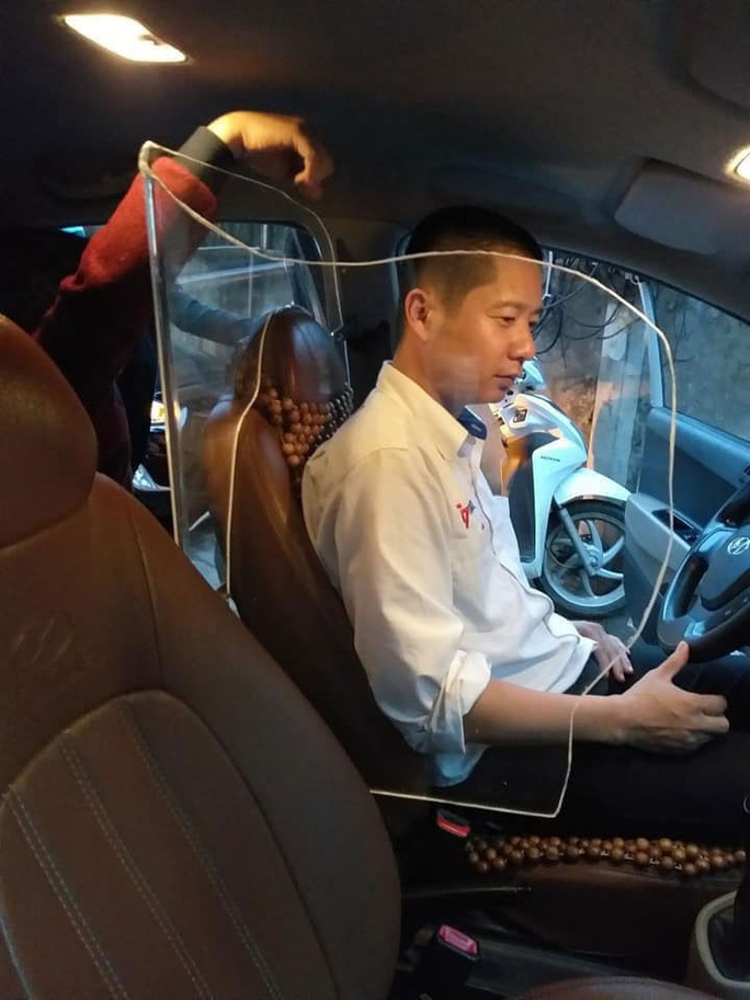 Có nên làm rào chắn cho tài xế taxi? - Ảnh 1.