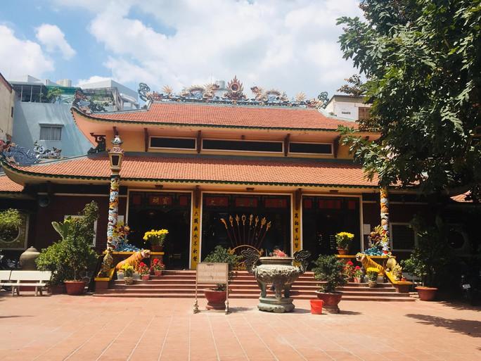 Lư hương trước tượng đài Trần Hưng Đạo đã an vị ở Đền thờ Đức thánh Trần - Ảnh 4.