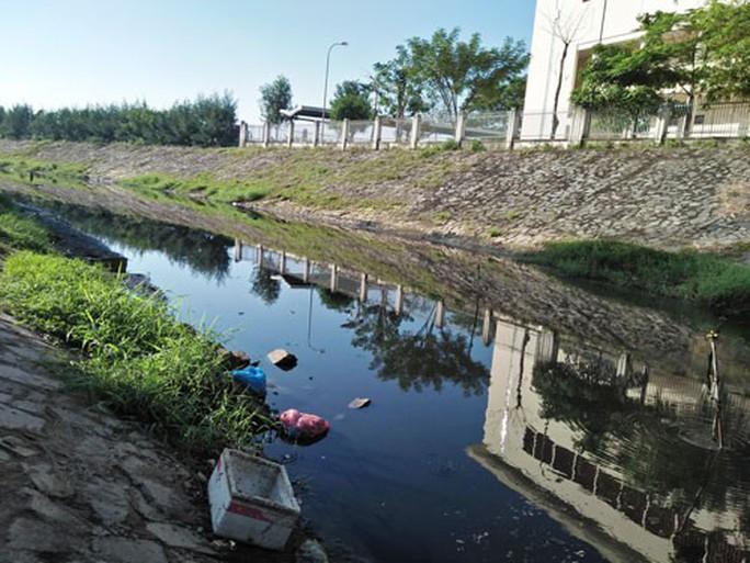 Hơn 10 năm sống cạnh dòng kênh ô nhiễm - Ảnh 1.