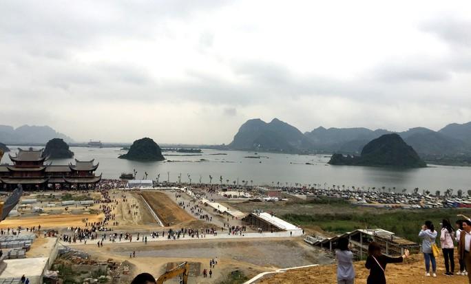 Cận cảnh ngôi chùa lớn nhất thế giới ở vịnh Hạ Long trên cạn - Ảnh 4.