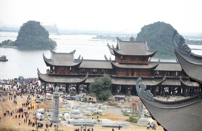 Cận cảnh ngôi chùa lớn nhất thế giới ở vịnh Hạ Long trên cạn - Ảnh 2.