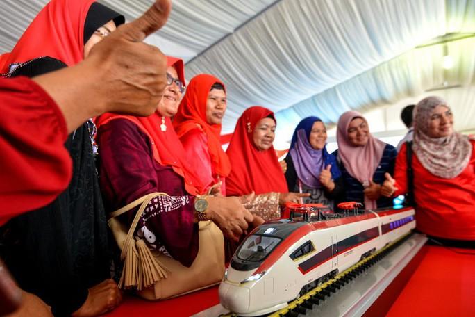 Trung Quốc hạ giá để cứu vớt dự án đường sắt bị Malaysia khai tử  - Ảnh 1.