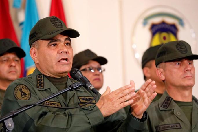 Quân đội Venezuela: Phe đối lập phải bước qua xác của chúng tôi - Ảnh 1.