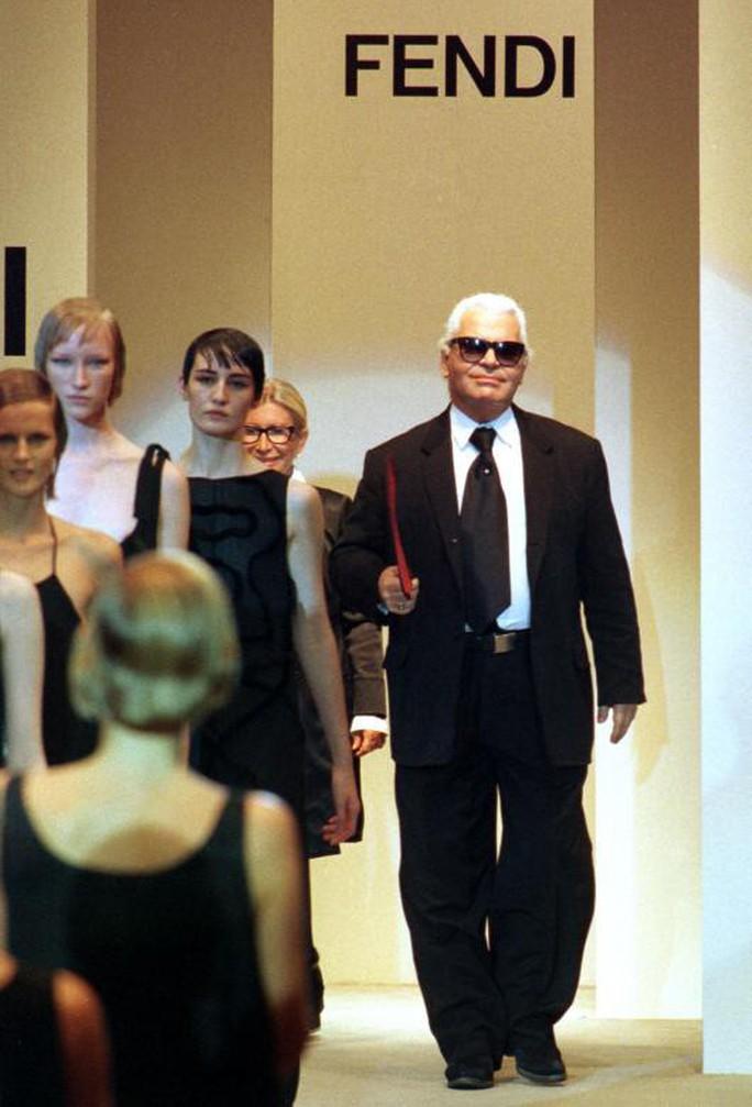 Những khoảnh khắc đáng nhớ của bố già thời trang Karl Lagerfeld - Ảnh 6.