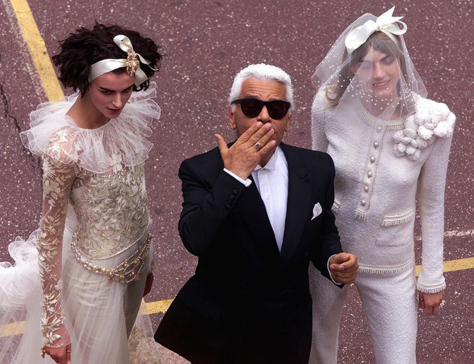 Những khoảnh khắc đáng nhớ của bố già thời trang Karl Lagerfeld - Ảnh 7.