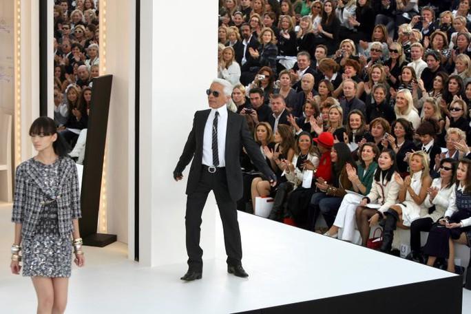 Những khoảnh khắc đáng nhớ của bố già thời trang Karl Lagerfeld - Ảnh 9.