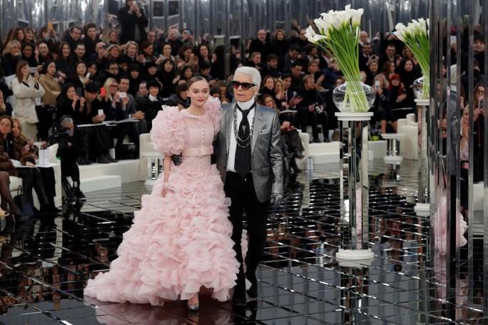 Những khoảnh khắc đáng nhớ của bố già thời trang Karl Lagerfeld - Ảnh 14.
