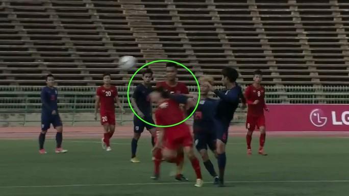 Clip: Trọng tài 2 lần lơ thẻ đỏ, U22 Thái Lan hòa may mắn U22 Việt Nam - Ảnh 3.