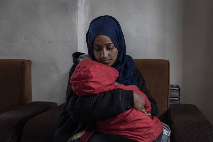 Đằng sau lệnh cấm cửa một phụ nữ IS về Mỹ - Ảnh 1.