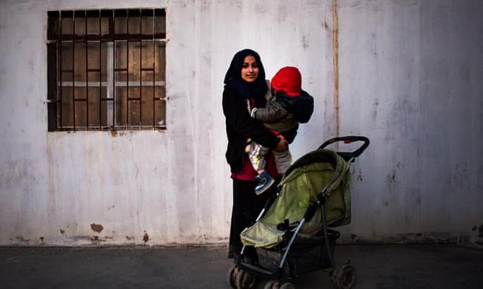Đằng sau lệnh cấm cửa một phụ nữ IS về Mỹ - Ảnh 2.