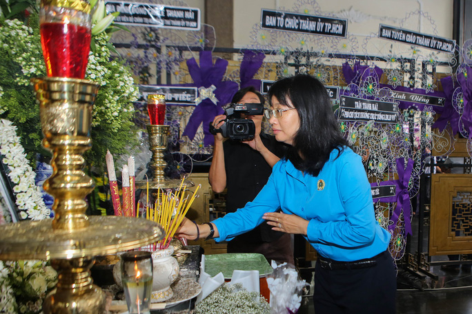 LĐLĐ TP HCM viếng lễ tang Phó Chủ tịch UBND TP Nguyễn Thị Thu - Ảnh 2.