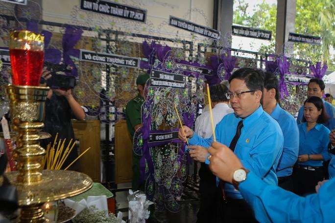 LĐLĐ TP HCM viếng lễ tang Phó Chủ tịch UBND TP Nguyễn Thị Thu - Ảnh 3.