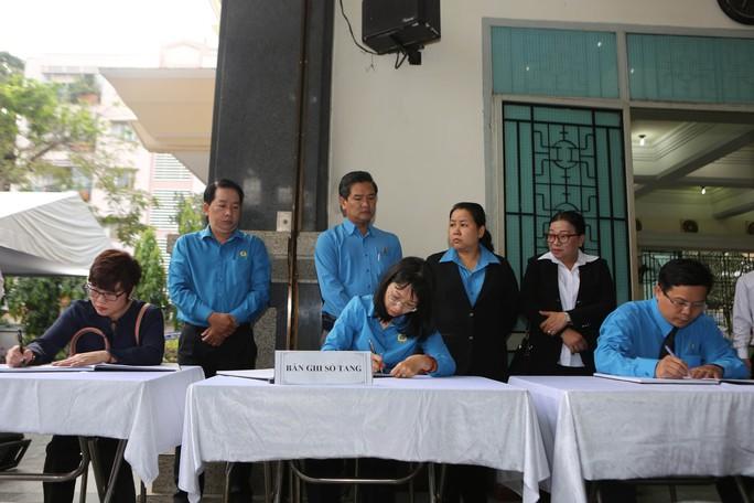 LĐLĐ TP HCM viếng lễ tang Phó Chủ tịch UBND TP Nguyễn Thị Thu - Ảnh 4.