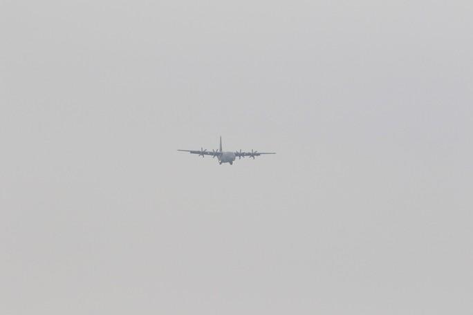 Thượng đỉnh Mỹ-Triều: Vận tải cơ C-130 đoàn Tổng thống Donald Trump đáp xuống Nội Bài - Ảnh 1.
