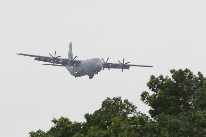 Thượng đỉnh Mỹ-Triều: Vận tải cơ C-130 đoàn Tổng thống Donald Trump đáp xuống Nội Bài - Ảnh 2.