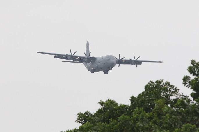 Thượng đỉnh Mỹ-Triều: Vận tải cơ C-130 đoàn Tổng thống Donald Trump đáp xuống Nội Bài - Ảnh 3.