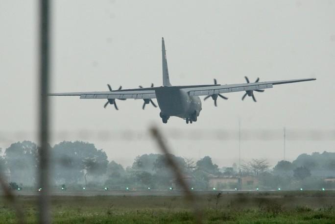 Thượng đỉnh Mỹ-Triều: Vận tải cơ C-130 đoàn Tổng thống Donald Trump đáp xuống Nội Bài - Ảnh 5.