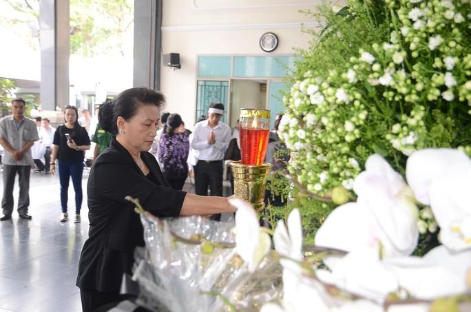 Chủ tịch Quốc hội đến viếng bà Nguyễn Thị Thu - Ảnh 1.