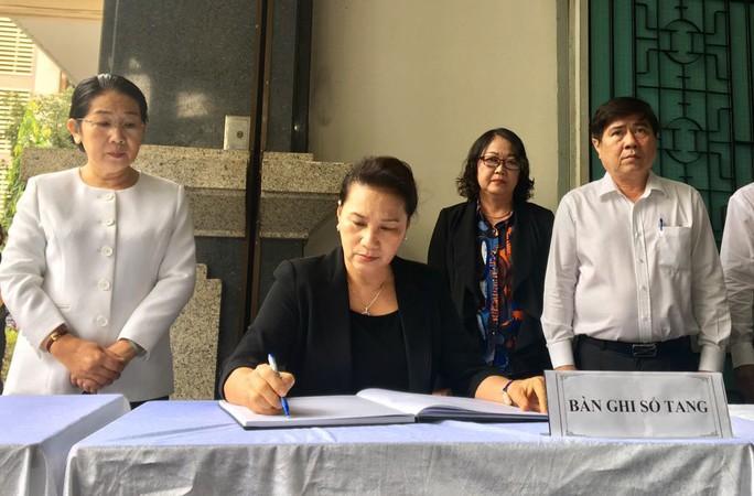 Chủ tịch Quốc hội đến viếng bà Nguyễn Thị Thu - Ảnh 3.