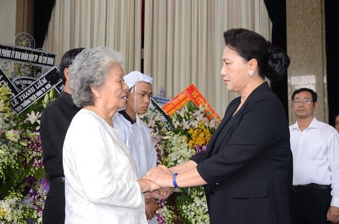 Chủ tịch Quốc hội đến viếng bà Nguyễn Thị Thu - Ảnh 2.