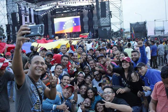 Hàng cứu trợ gây căng thẳng tại Venezuela - Ảnh 1.