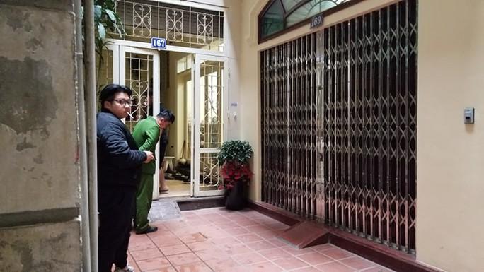 Cận cảnh khám xét nhà 2 cựu bộ trưởng Nguyễn Bắc Son và Trương Minh Tuấn - Ảnh 4.