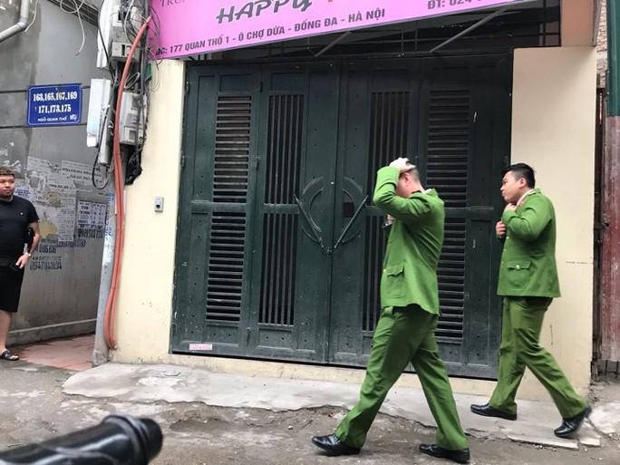 Cận cảnh khám xét nhà 2 cựu bộ trưởng Nguyễn Bắc Son và Trương Minh Tuấn - Ảnh 6.