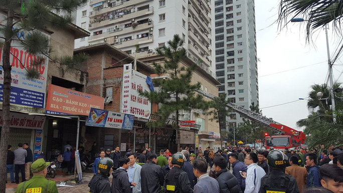 4 giờ nghẹt thở giải cứu 2 cô gái bị nam thanh niên nghi ngáo đá khống chế ở Hà Nội - Ảnh 2.