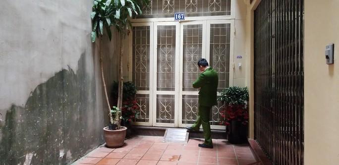 Cận cảnh khám xét nhà 2 cựu bộ trưởng Nguyễn Bắc Son và Trương Minh Tuấn - Ảnh 11.