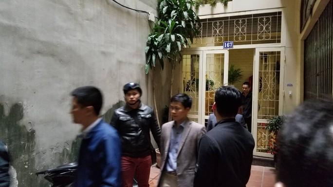 Cận cảnh khám xét nhà 2 cựu bộ trưởng Nguyễn Bắc Son và Trương Minh Tuấn - Ảnh 13.