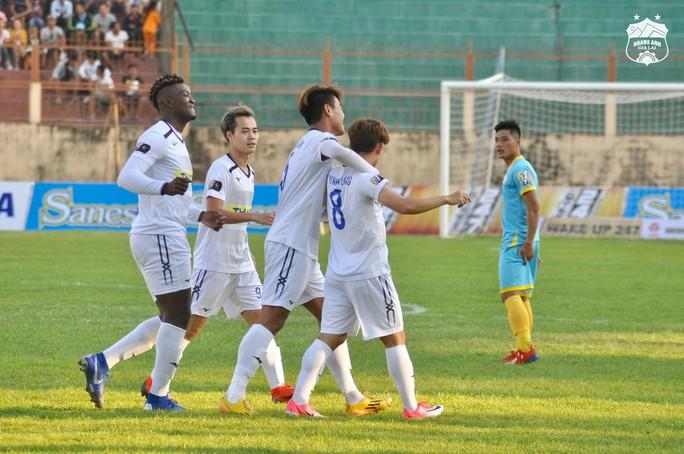 Tuấn Anh trở lại, Văn Toàn tỏa sáng, HAGL thắng đậm ngày khai mạc V-League - Ảnh 2.