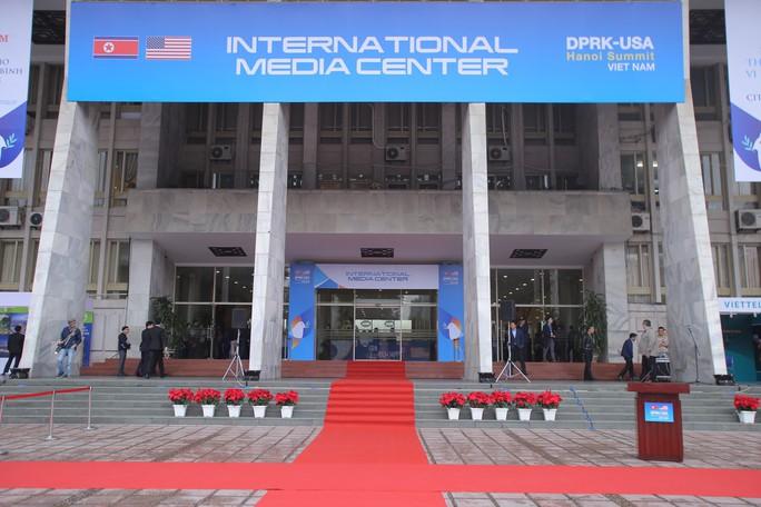 Trung tâm báo chí quốc tế hội nghị thượng đỉnh Mỹ-Triều hoạt động 24/24 giờ - Ảnh 3.