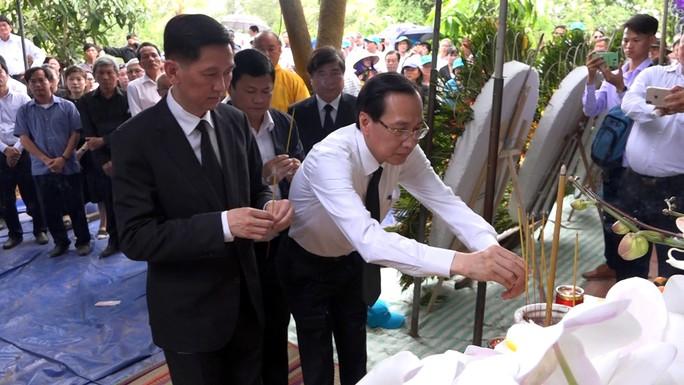 Phó Chủ tịch UBND TP HCM Nguyễn Thị Thu đã yên nghỉ nơi quê nhà - Ảnh 8.