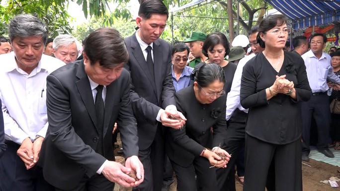 Phó Chủ tịch UBND TP HCM Nguyễn Thị Thu đã yên nghỉ nơi quê nhà - Ảnh 9.
