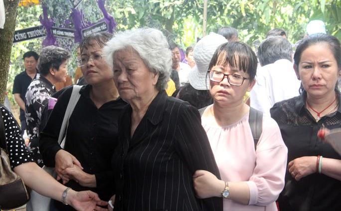 Phó Chủ tịch UBND TP HCM Nguyễn Thị Thu đã yên nghỉ nơi quê nhà - Ảnh 11.