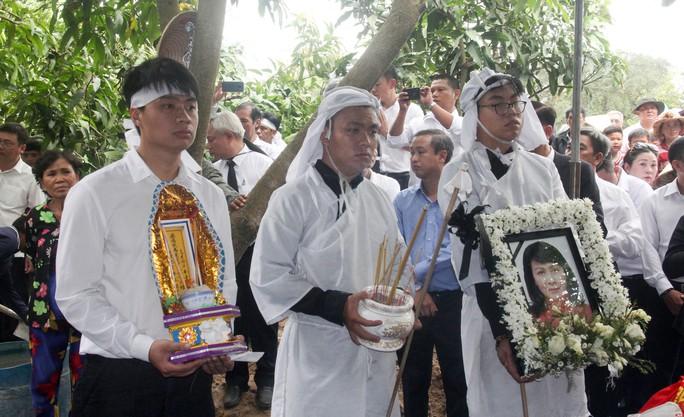 Phó Chủ tịch UBND TP HCM Nguyễn Thị Thu đã yên nghỉ nơi quê nhà - Ảnh 12.