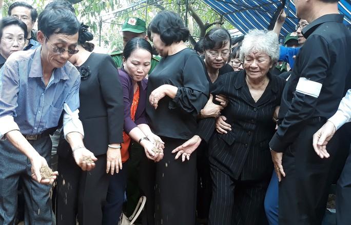 Phó Chủ tịch UBND TP HCM Nguyễn Thị Thu đã yên nghỉ nơi quê nhà - Ảnh 14.