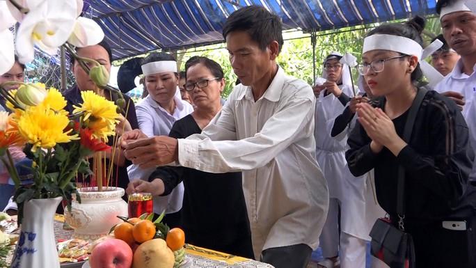 Phó Chủ tịch UBND TP HCM Nguyễn Thị Thu đã yên nghỉ nơi quê nhà - Ảnh 16.