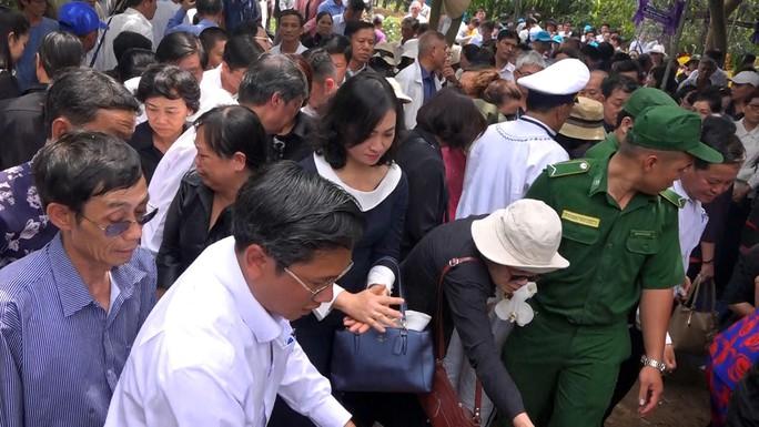 Phó Chủ tịch UBND TP HCM Nguyễn Thị Thu đã yên nghỉ nơi quê nhà - Ảnh 6.