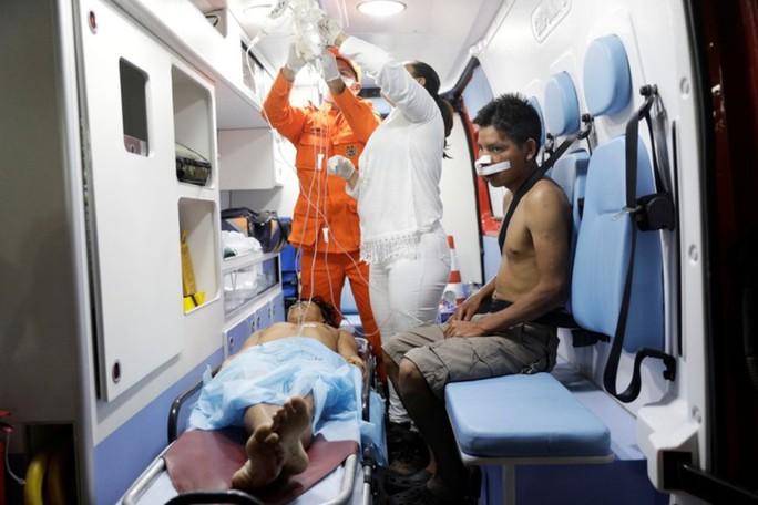 Venezuela: Đụng độ liên quan đến hàng viện trợ, ít nhất 17 người thương vong - Ảnh 2.