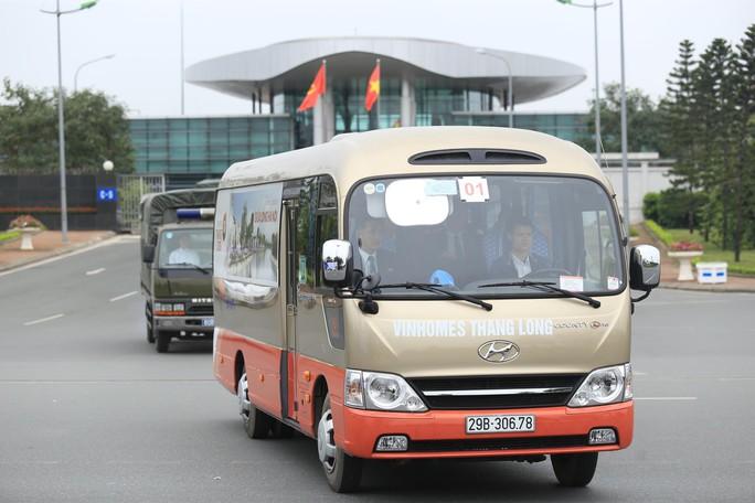 Đoàn xe rời Nội Bài về trung tâm Hà Nội sau khi máy bay Air Koryo của Triều Tiên hạ cánh - Ảnh 7.